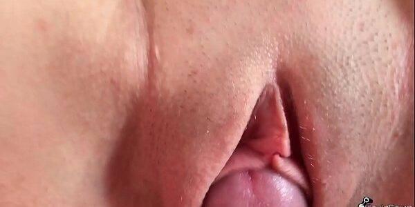 Fudendo a bucetinha molhada da namorada garota novinha sapeca  manhosa  gostosa